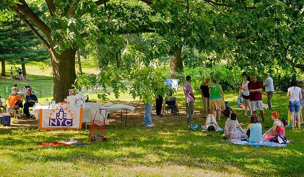 04 2016 picnic mingling04